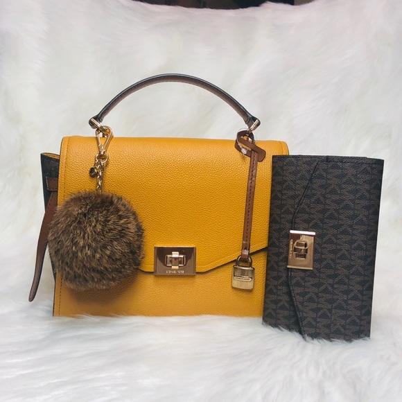 dddad5d9e7 Michael Kors Bags | 3pcs Cassie Md Messenger Wallet Set | Poshmark